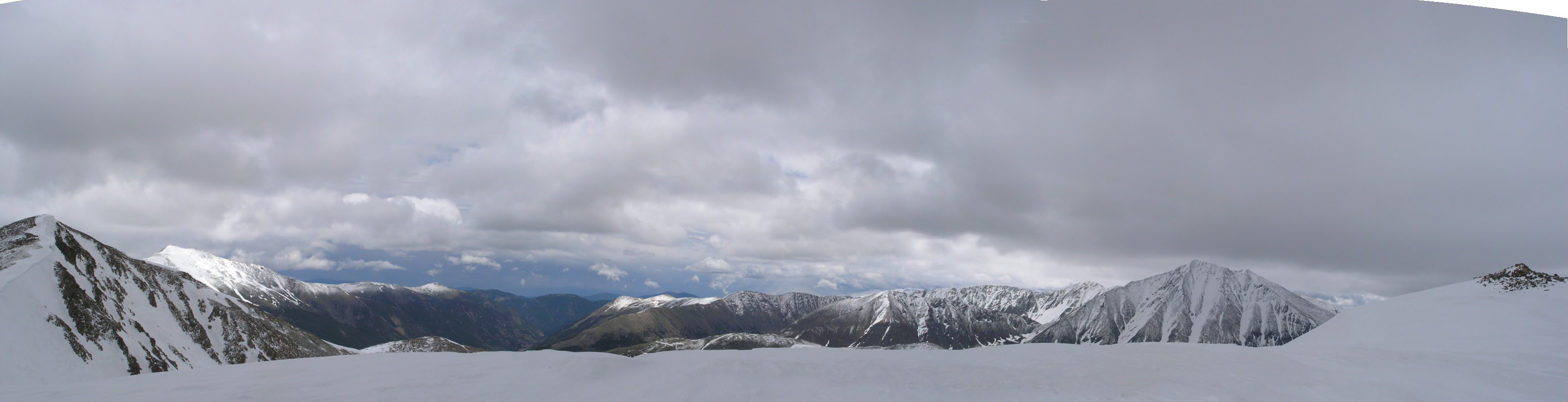 Panorama with Sniktau (left) and Torreys (right)