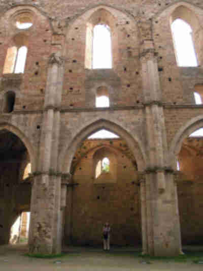 Just to give an idea of the scale of San Galgano...