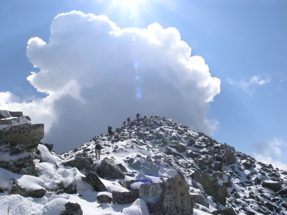 The last scramble to the summit block