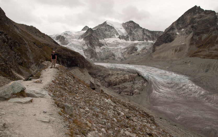 Hiking up the lateral moraine towards Cabane de Moiry